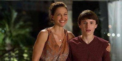 Ashley Judd Balances Maternal Love, Concern in Dolphin Tale 2