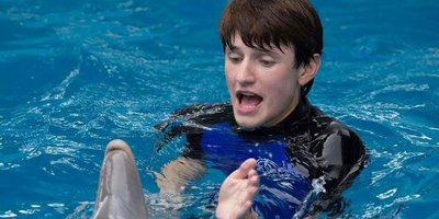 Dolphin-Rescuing Boy Grows Up in Dolphin Tale 2